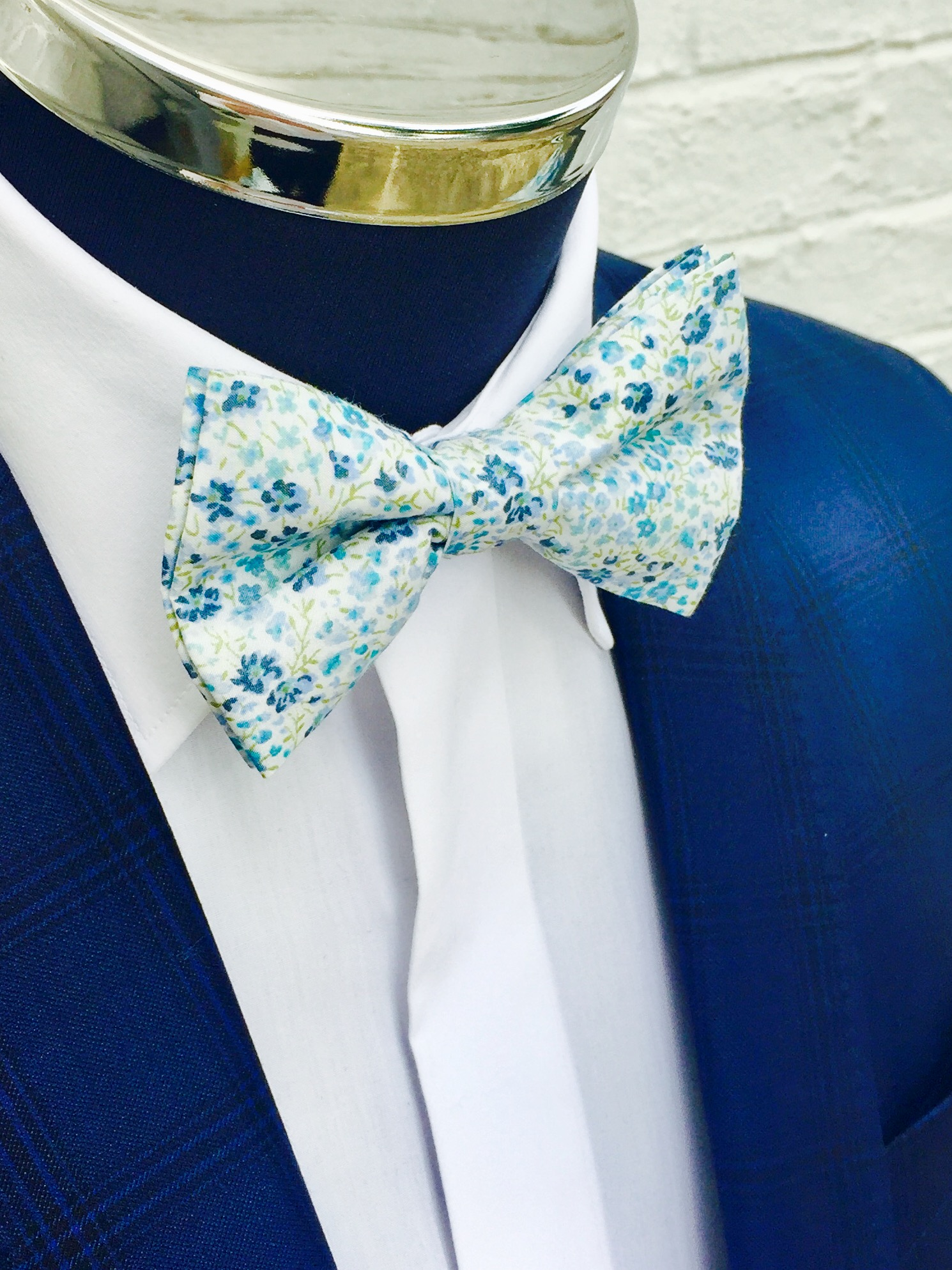 Sale 70/% Off Floral Bow Tie Navy Blue with Placid Blue and Dazzling Blue Flowers  Bow-Tie Cotton Light Blue  Wedding Navy Blue Floral  SALE